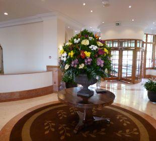 Blumendeko in der Lobby Hotel The Cliff Bay (PortoBay)