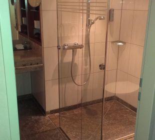 Große Dusche Dorint Hotel am Heumarkt Köln