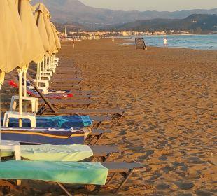 Strand früh morgens Vantaris Beach Hotel