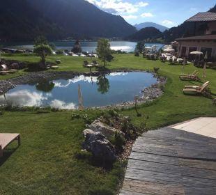 Vom Pool über den Schwimmteich zum Haldensee   Romantik Resort & Spa Der Laterndl Hof