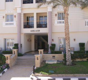 Eingang zu den Zimmern Hotel Tropicana Azure Club