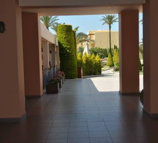 Wejście do ogrodu Hotel Horizon Beach Resort