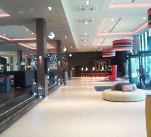 Echt schön der Eingangsbereich Leonardo Royal Hotel Munich