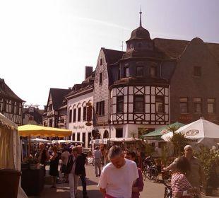 Marktplatz mit Hotel im Hintergrund Hotel Simonis