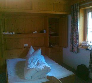 Zimmer 305 Bett mit Fenster Hotel Klausenhof
