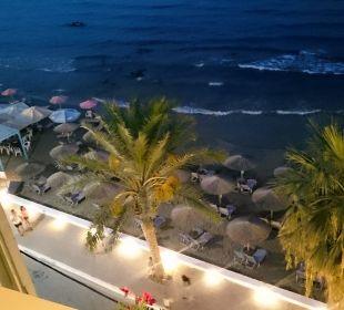 Abendlicher Ausblick von der Bar auf dem Dach Hotel Corissia Princess