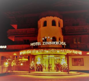 Der Eingang, festlich geschmückt Hotel Zinnkrügl
