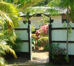 Durchgang vom Pool zur Bar Phuket Lotus Lodge