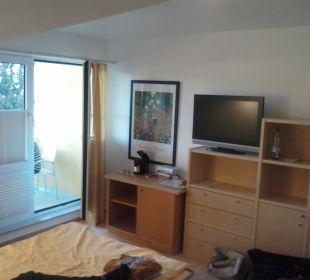Wohnzimmer mit Balkon und Schlafcouch Inselhotel Rügen B&B