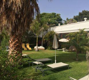 Liegewiese neben dem Pool Hotel La Palma Jardin