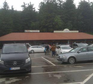 Parkplatz mit Shopzeile Berghotel Mummelsee