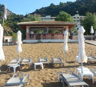 Blick vom Strand auf die Bar lti Grand Hotel Glyfada