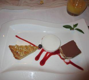Dessert (Nußecke, Panna Cotta + Tiramisu) Ringhotel Munte am Stadtwald