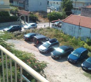 Parkplatz vom Hotel, Nacht überfüllt. Hotel Alkyonis
