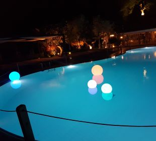 Pool bei Nacht  Anthemus Sea Beach Hotel & Spa