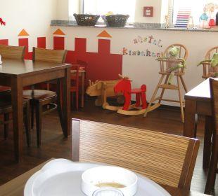 Frühstücksraum mit Kinderecke Hostel Köln