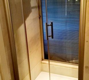 Große bodentiefe Dusche. SENTIDO Gold Island