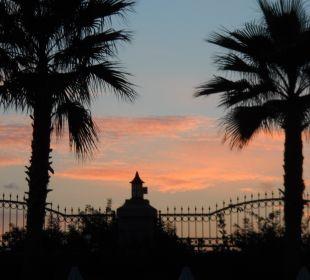 Sonnenuntergang Hotel Side Crown Palace