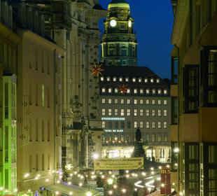 Blick zum Hotel von der Brühlschen Terrasse Steigenberger Hotel de Saxe