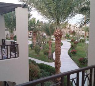 In Richtung Poolanlage Hotel Iberotel Makadi Beach