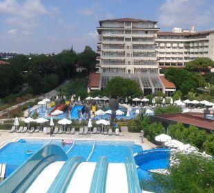 Widok z aquaparku Bellis Deluxe Hotel