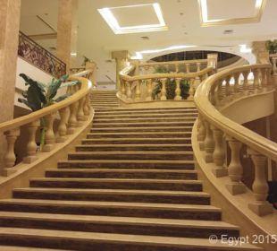 Große Freitreppe in der Lobby
