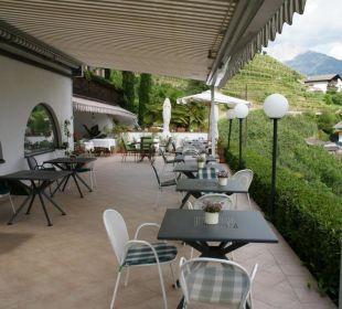 Terrasse mit Blick in die Natur und ins Tal