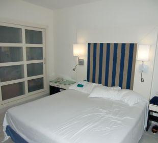Doppelbett mit einer Decke Hotel H10 Tindaya