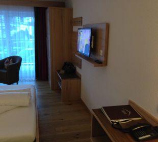 TV & Eingangsbereich Alpinhotel Monte