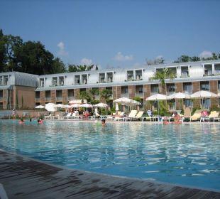 Hotel vom Pool aus