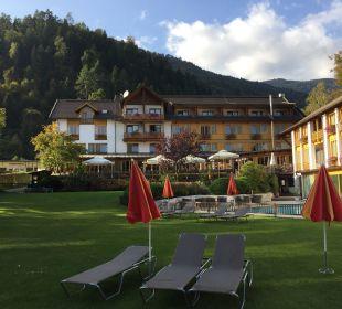 Blick vom See auf das Hotel Hotel Urbani Ossiacher See