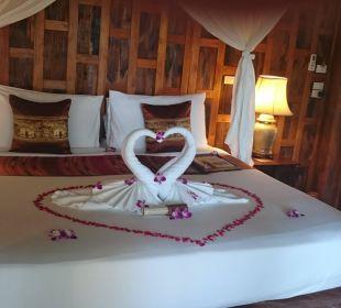 Bett mit Deko Santhiya Koh Phangan Resort & Spa