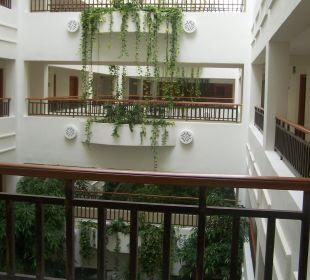 Flur - links und rechts sind die Zimmereingänge Hotel Mövenpick Resort & Marine Spa Sousse