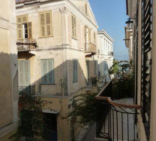 Blick vom Zimmer auf die Altstadtgasse  Hotel Omorfi Poli