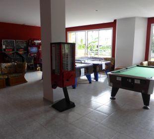 Billiard innen und div. Spielgeräte