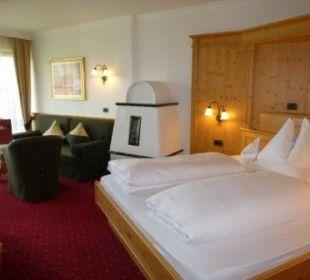 Wohn- und Schlafbereich Panoramazimmer Alpen Alpin Panorama Hotel Hubertus