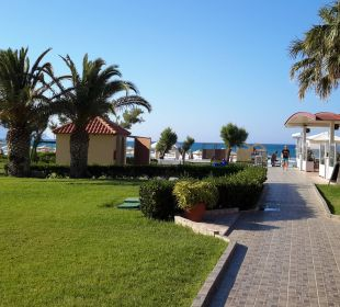 Weg zum Meer  Vantaris Beach Hotel