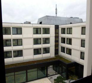 Blick aus dem Fenster in den Innenhof Ramada Nürnberg Parkhotel