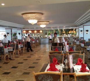 Großzügiges Restaurant im Haupthaus