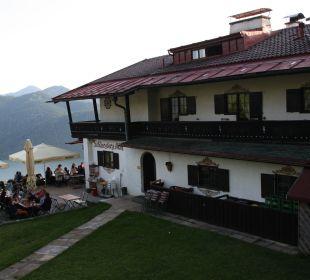Hotel und Teil des Biergartens Alpenhotel Schliersbergalm
