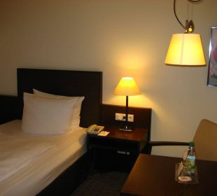 Blick aufs Bett Ramada Nürnberg Parkhotel