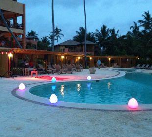 Pool am Abend VIK Hotel Cayena Beach Club