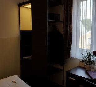 Schrank Hotel Arooma