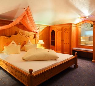 Schlafzimmer Turmsuite Hotel Bergkristall
