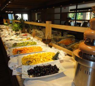 Buffet di frutta fresca, cioccolato e sorbetti Hotel Monika