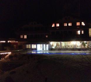 Aussenpool beleuchtet Hotel Lindenwirt