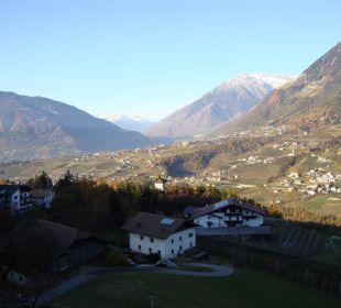 Blick auf das Dorf Tirol und nach der Schweiz Hotel Grafenstein