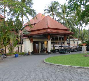 Auffahrt und Buggy Ladestation Hotel Banyan Tree Phuket