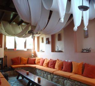 Innenhof - teilweise überdacht Apollon Xenonas Apparthotel