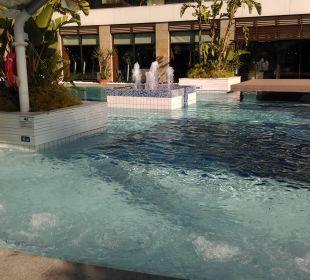 Whirlpool im Pool TUI Sensimar Side Resort & Spa